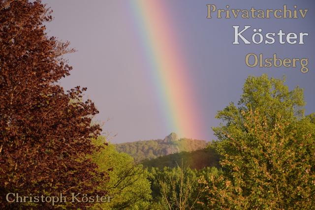 Die Bruchhauser Steine mit Regenbogen